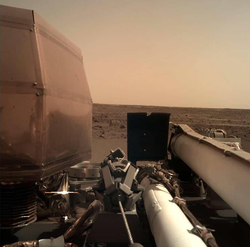ยาน InSight จอดบนดาวอังคาร