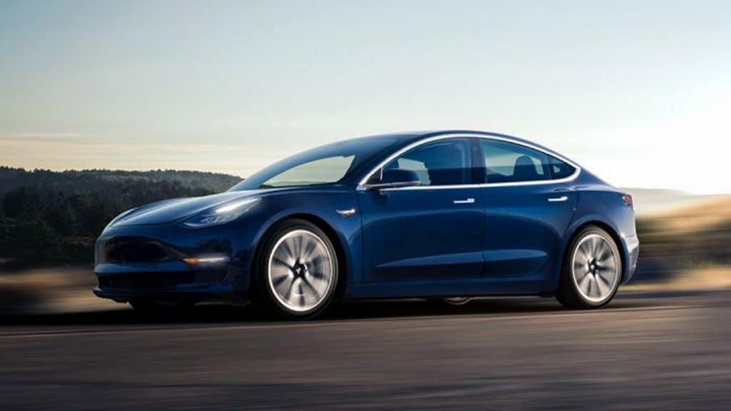 Tesla จัดแข่งแฮกรถ