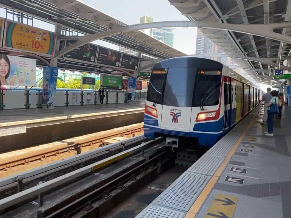 รถไฟฟ้าสายสีทอง รถไฟฟ้าไร้คนขับสายแรก