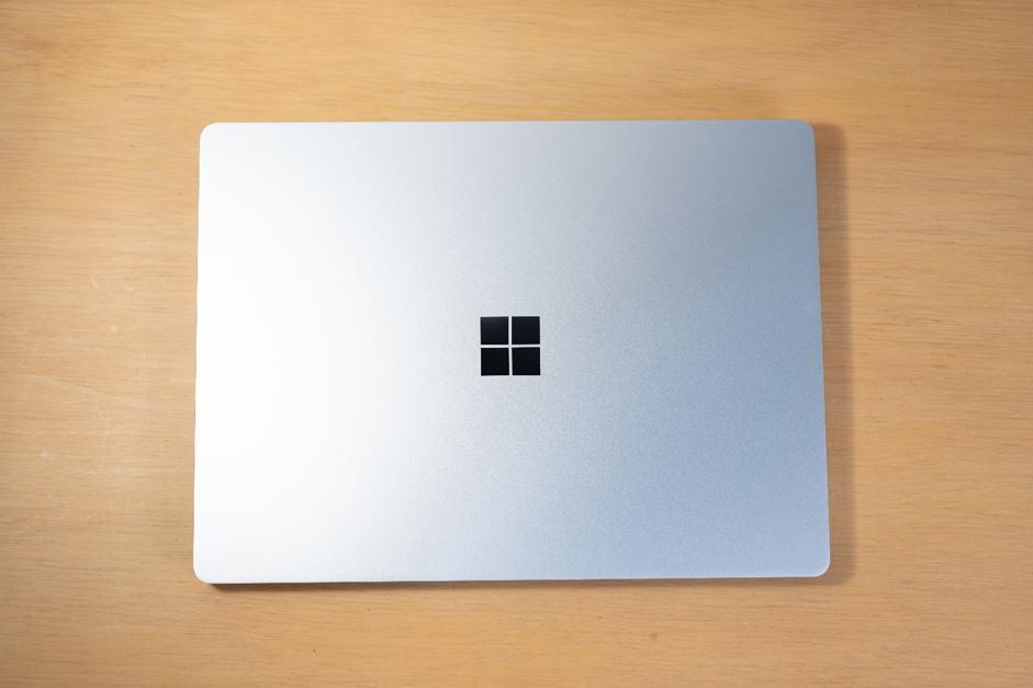Surface Laptop Go สีเทา platinum